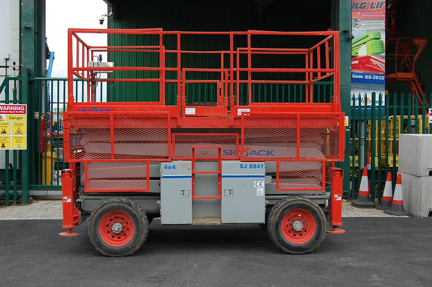 Skyjack 8841 4×4 Rough Terrain Diesel Scissor Lift