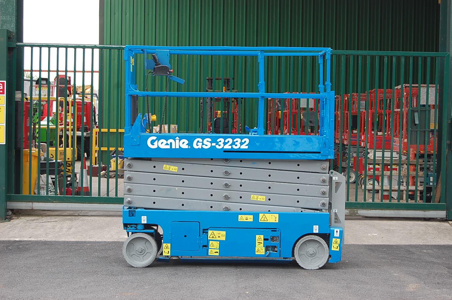 Genie 3232 12m Electric Scissor Lift
