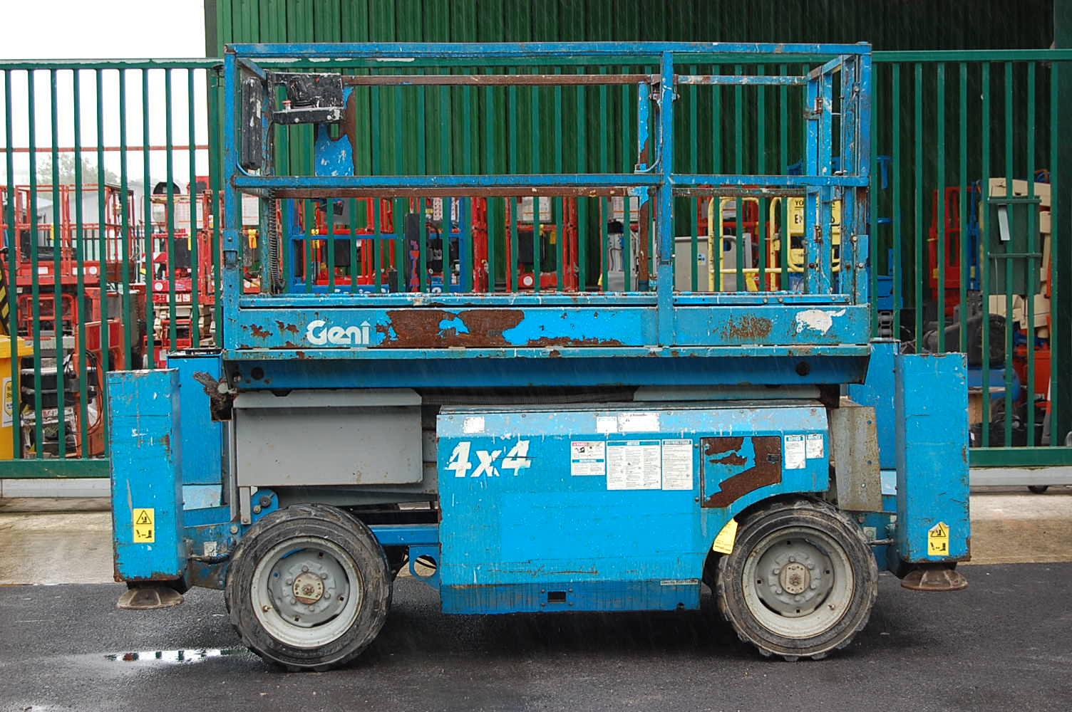 Genie 2668 Rough Terrain Diesel 10m Scissor Lift