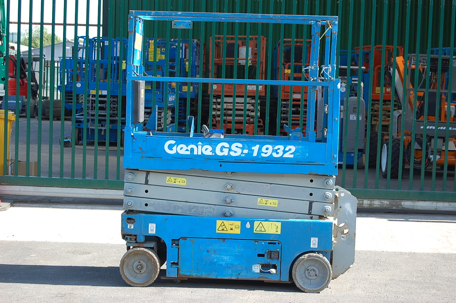 2011 Genie 1932 Electric Scissor Lift 8m