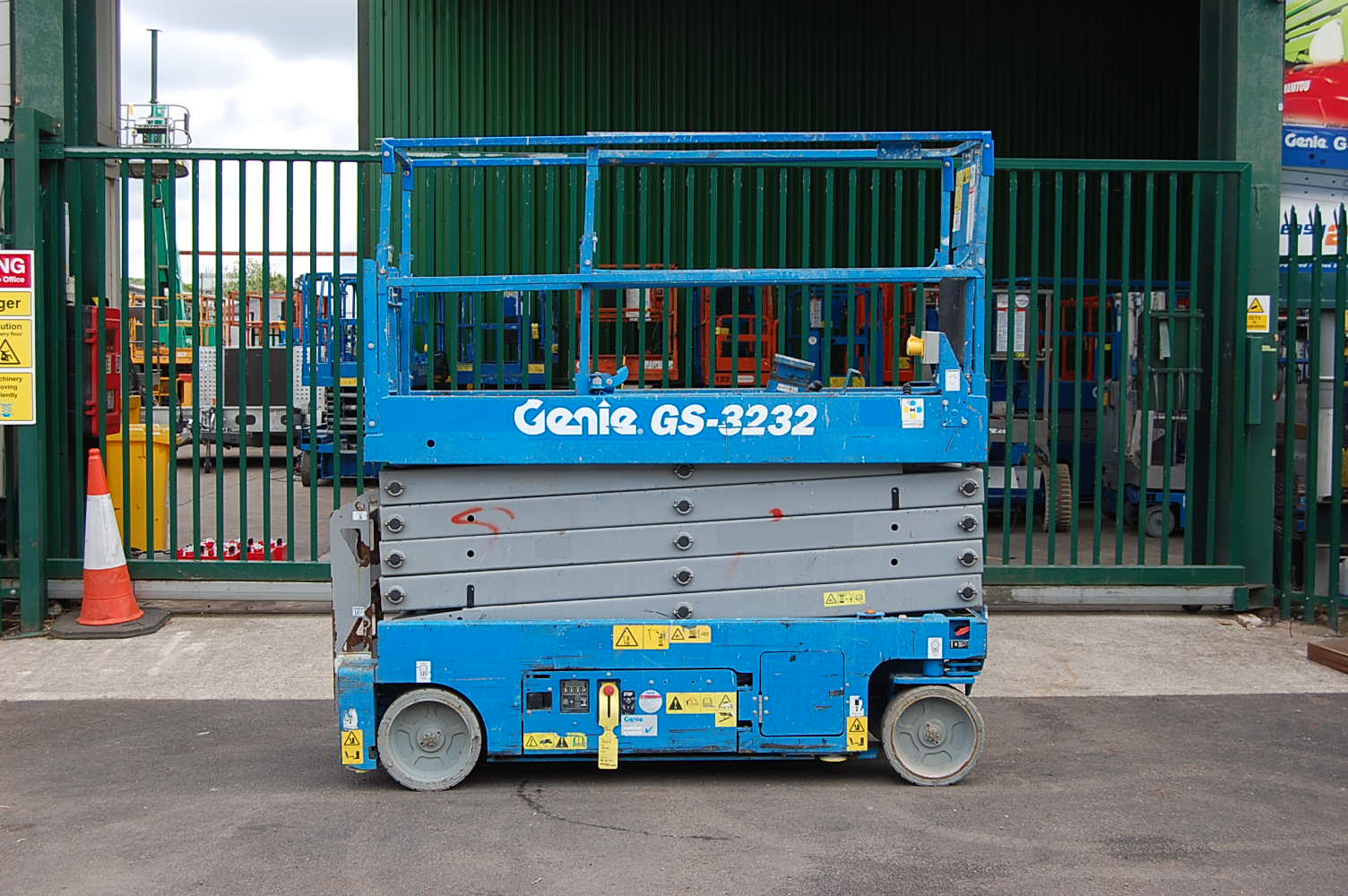 2016 Genie 3232 Electric Scissor Lift 11.75m