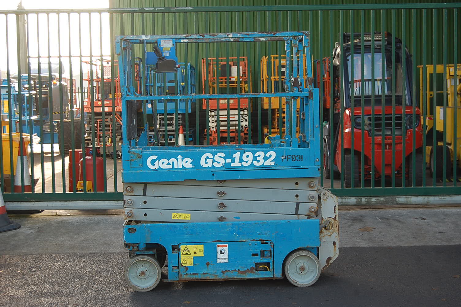 2010 Genie 1932 Electric Scissor Lift 7.8m