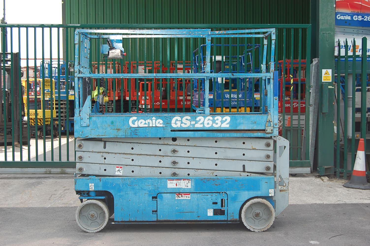2005 Genie 2632 Electric Scissor Lift 10m