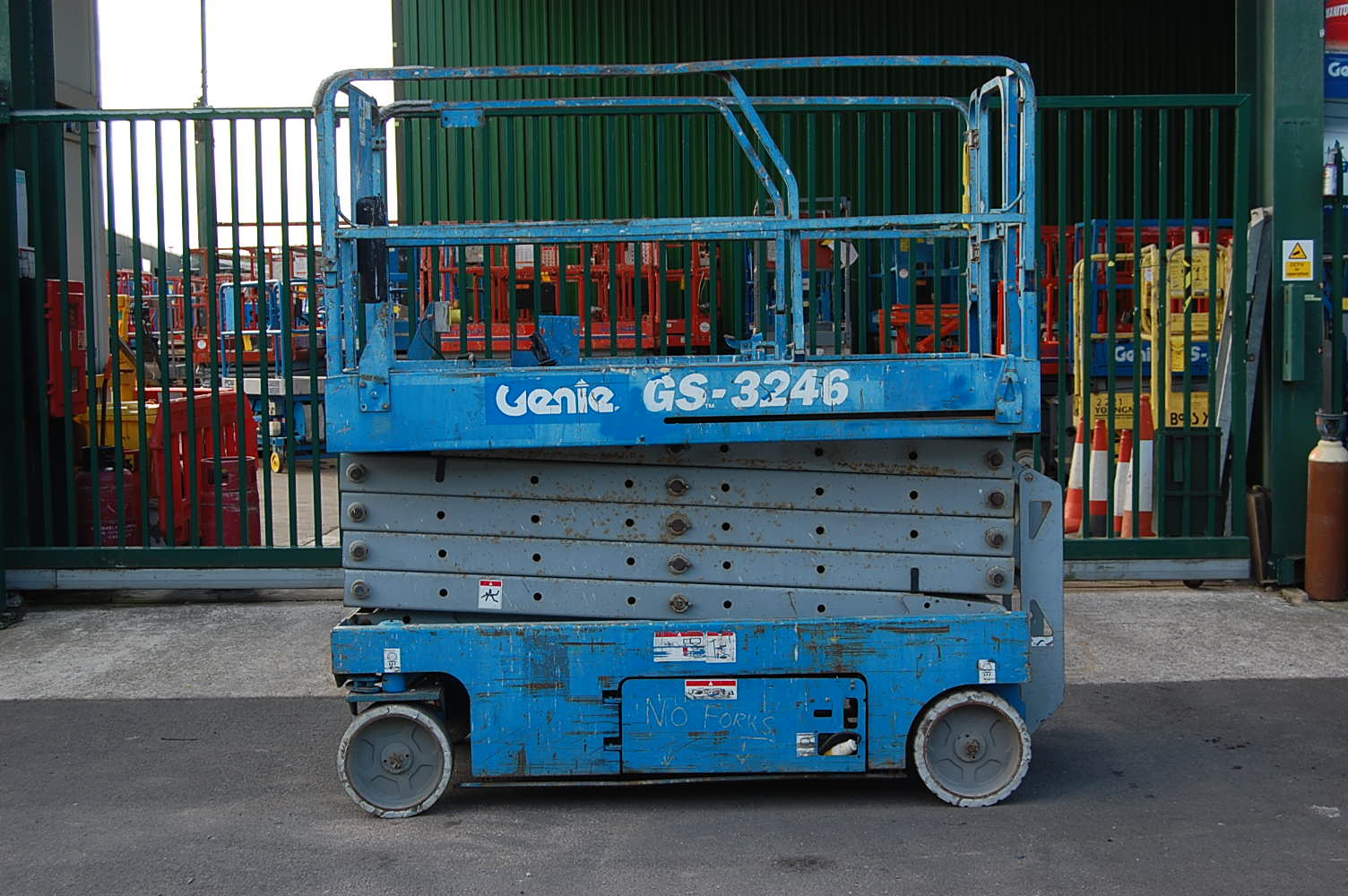 2005 Genie 3246 Electric Scissor Lift 11.75m